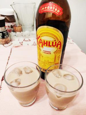 cocktail cu kahlua și lapte