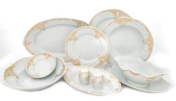 seturi de masă aristocrate în stil baroc cu margini cu decoruri aurii