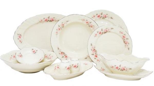 seturi de masă romantice veselă in porțelan alb de Cehia cu margini cu trandafiri